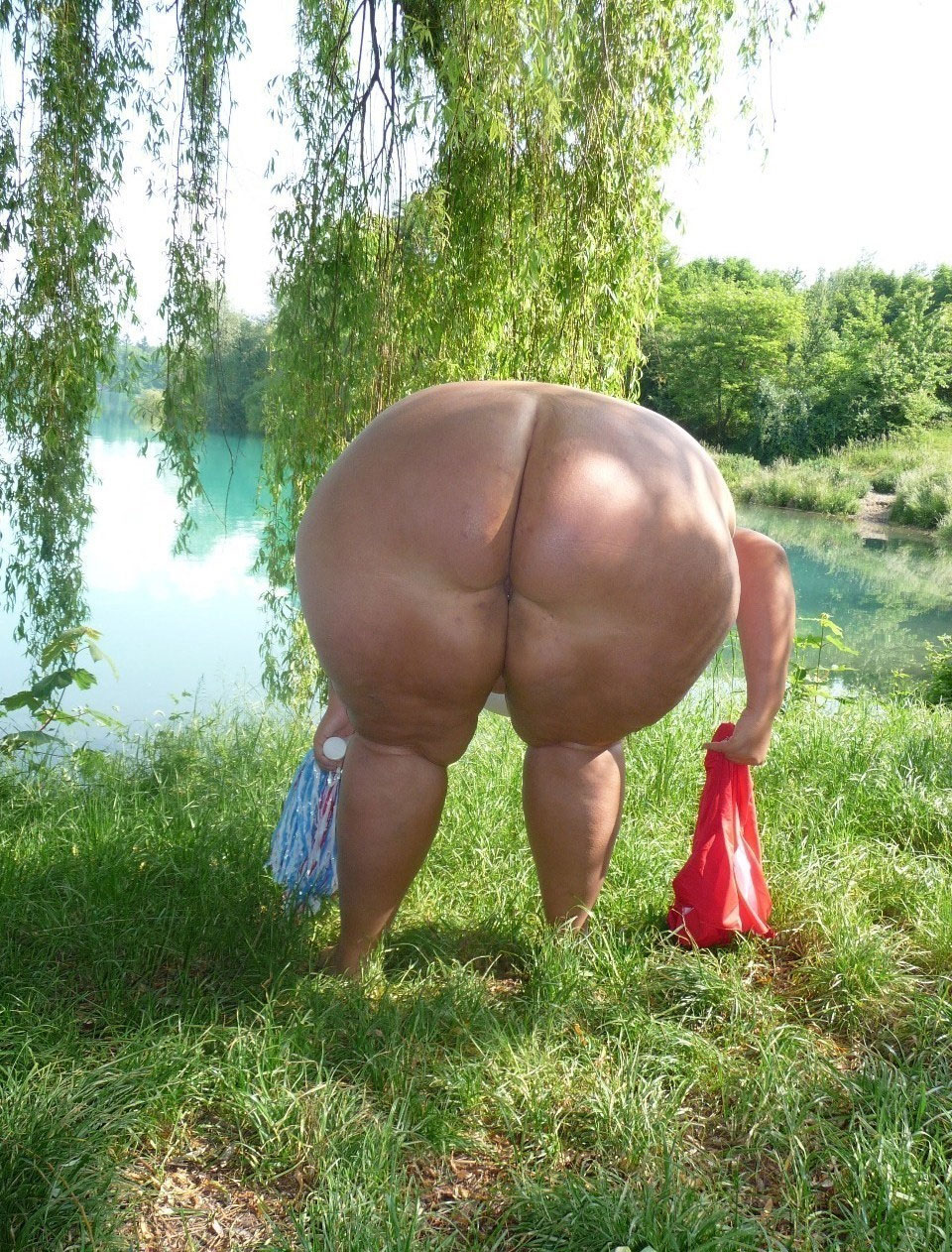 Прощения, что толстые жопы на природе прикольно... считаю