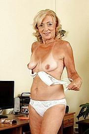 big_granny_pussy500.jpg