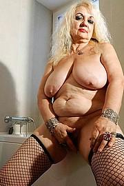 big_granny_pussy375.jpg