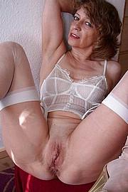 big_granny_pussy303.jpg