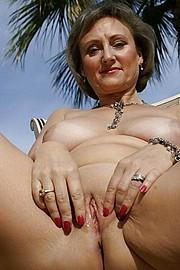 big_granny_pussy221.jpg