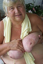 big_granny_pussy190.jpg