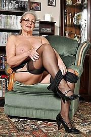 big_granny_pussy100.jpg