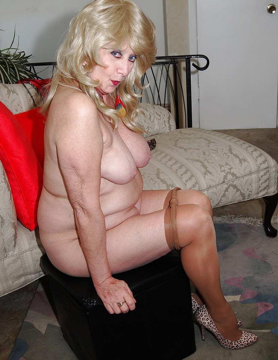 Hot mature whores are fucked by sugar daddy in private club room 1