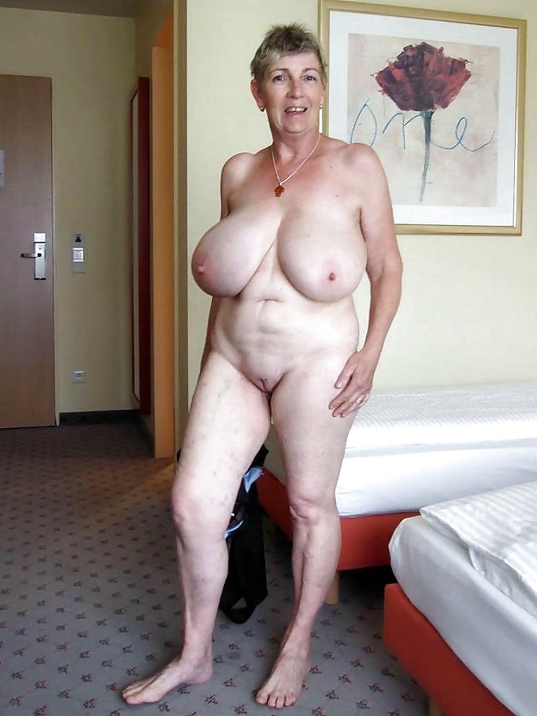 Пожилые Обнаженные Женщины С Огромными Формами