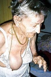 granny_big_boobs02.jpg