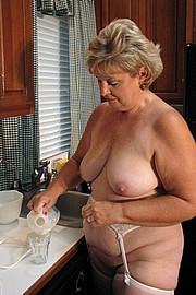 granny-big-boobs012.jpg