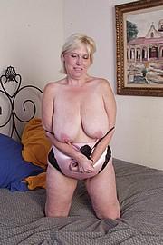 mature-granny-sluts40.jpg