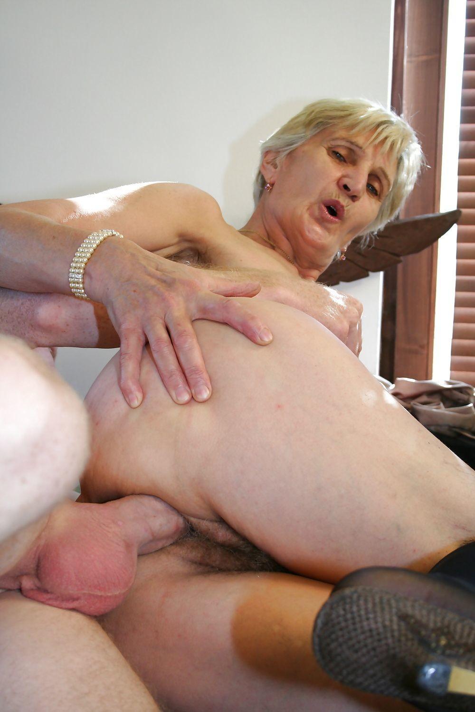 секс с бабушкой в попу