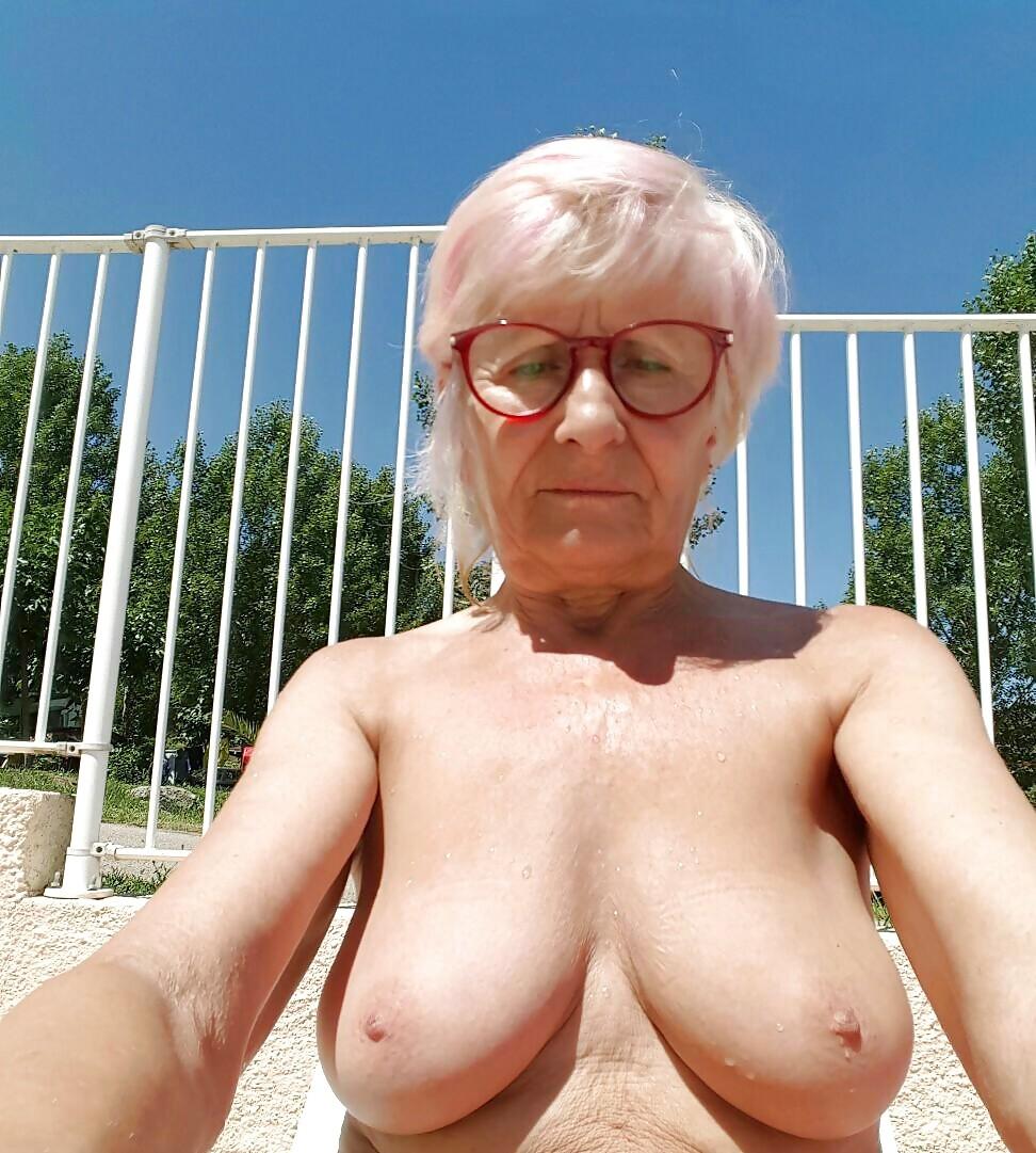 Mamie nude tits, video schoolmodels