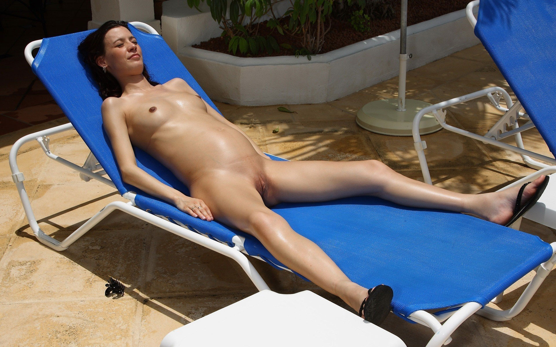 Pregnant Women Sunbathing On Nudist Beach - Pregnant Naturists-1228